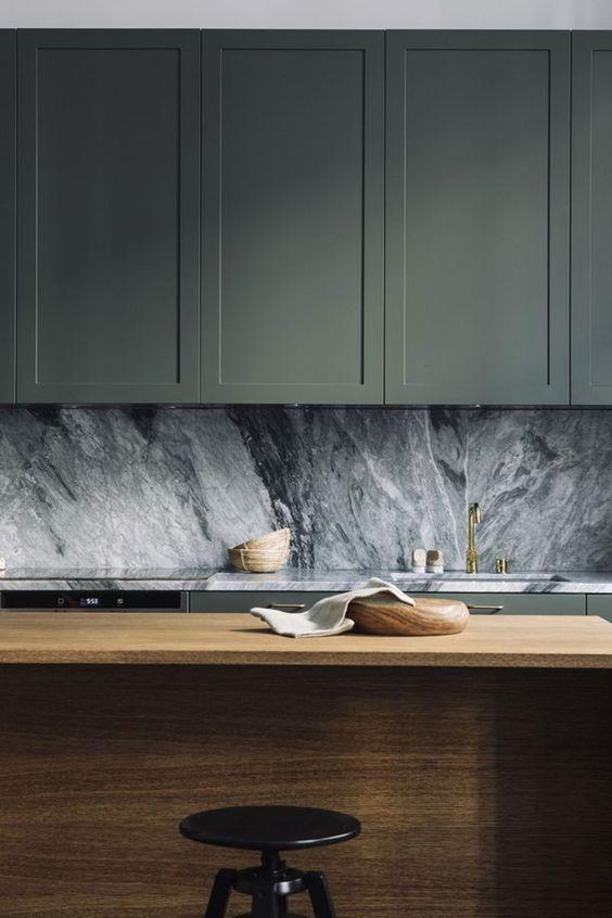 ốp tường nhà bếp: đá tự nhiên