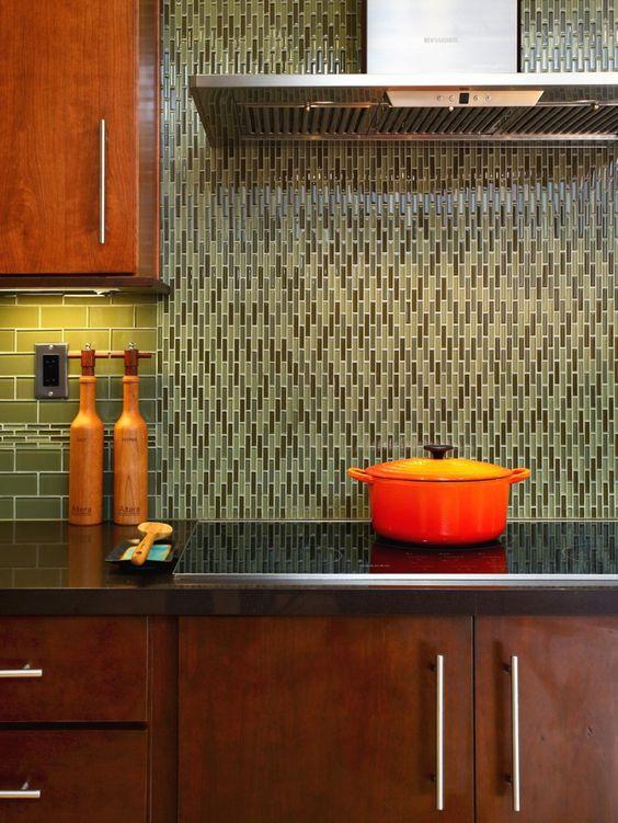 ốp tường nhà bếp: Kính màu